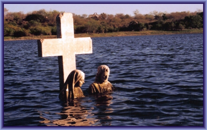 Flooded Graves in Mexico by Flickr User bigdadventures aka David, CC License = Attribution, Noncommercial, Share Alike