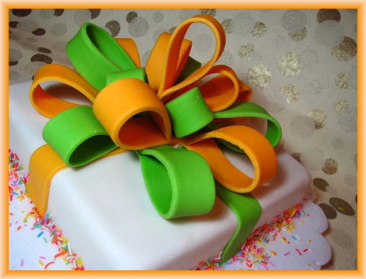 Gift Box Cake by Flickr User Ken's Oven, CC License = Attribution