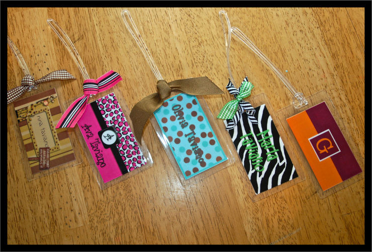 Family Luggage Tags by Flickr User Gabe Taviano, CC License = Attribution, Noncommercial